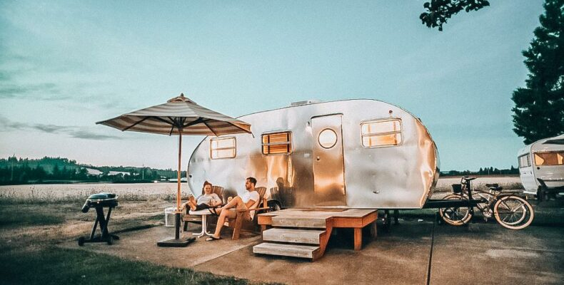 ENFP INFJ Relationship: ANNA LOGAN first date in an RV